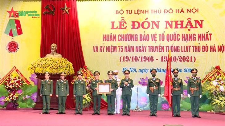 Bộ tư lệnh Thủ đô Hà Nội đón nhận Huân chương Bảo vệ Tổ quốc hạng Nhất