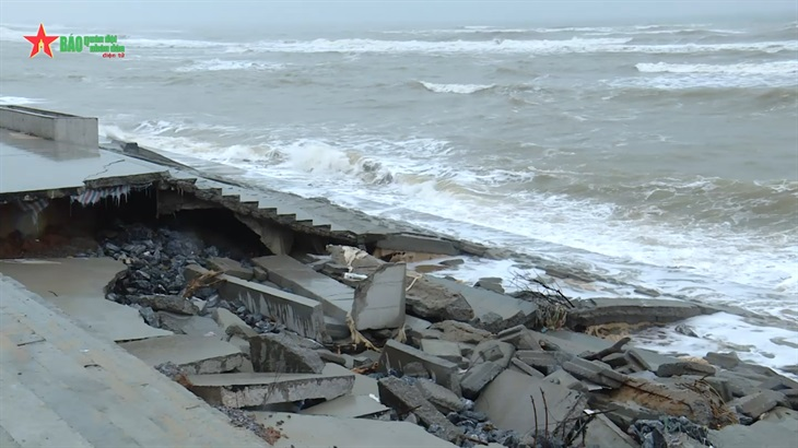 Công trình kè biển chống bão cấp 10 tại Quảng Bình bị sập