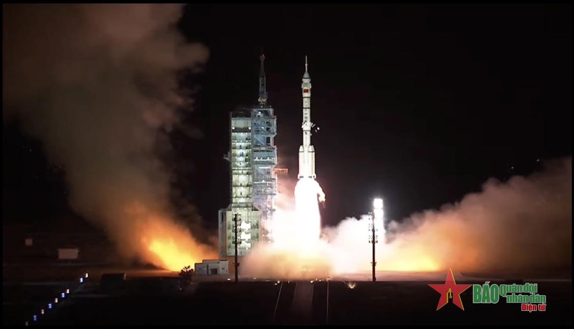 Trung Quốc phóng thành công tàu vũ trụ Thần Châu 13 lên quỹ đạo
