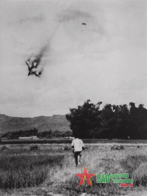 Ngày này năm xưa 17-10-1972: Chiếc máy bay Mỹ thứ 4.000 bị bắn rơi trên miền Bắc