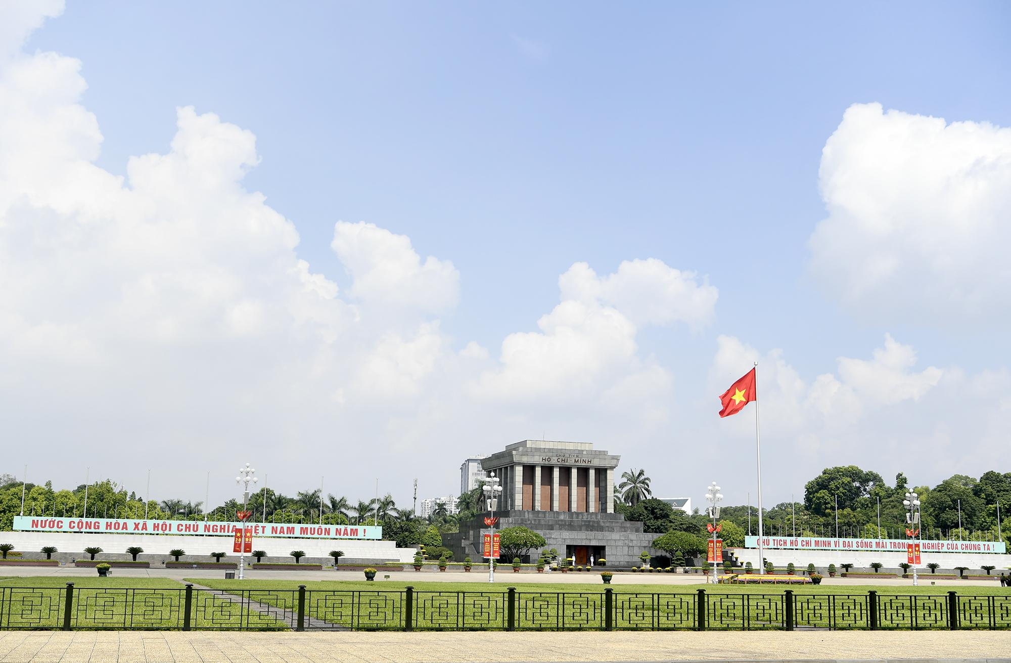 Thủ đô Hà Nội rực đỏ sắc cờ mừng Ngày Quốc khánh