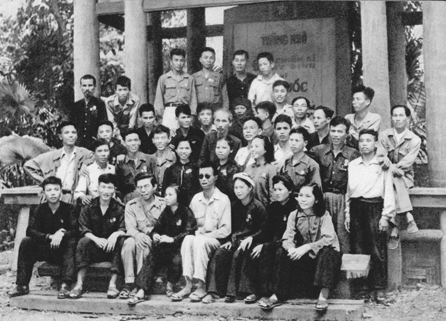 """Ngày này năm xưa: 16-9-1959: Bác Hồ căn dặn thanh niên """"không có việc gì khó"""""""