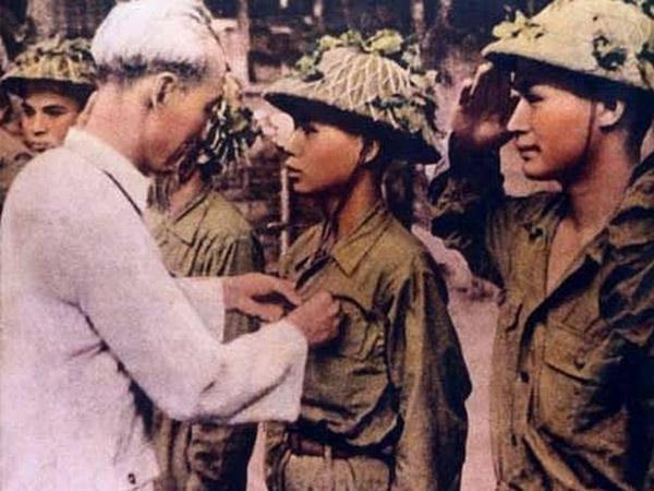 Ngày này năm xưa 25-9-1947: Bác Hồ trích lương mua chăn, áo rét tặng chiến sĩ
