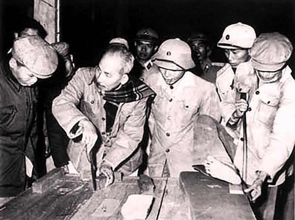 Ngày này năm xưa: 9-9-1952, Bác Hồ căn dặn phải quý trọng, tiết kiệm lương thực, vũ khí