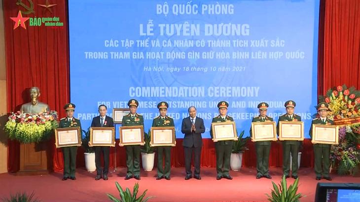 Bản tin Quân sự - Quốc phòng Chủ tịch nước trao Huân chương Bảo vệ Tổ quốc tặng Cục Gìn giữ Hòa bình Việt Nam