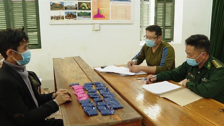 Bắt giữ 2 đối tượng cùng 6 000 viên hồng phiến tại Sơn La