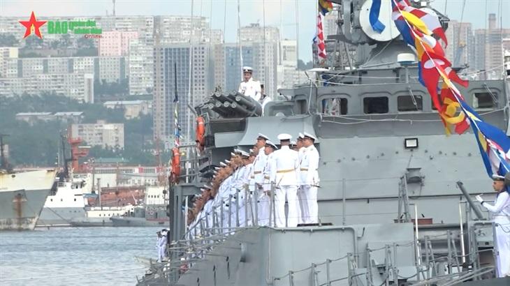 Tàu Hải quân Việt Nam tham dự Lễ duyệt binh kỷ niệm 325 năm thành lập Hải quân Liên bang Nga