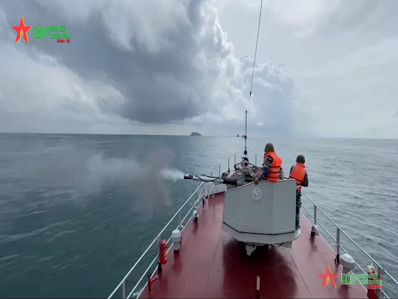 Xem Lữ đoàn 127 bắn đạn thật, nhanh chóng hạ máy bay trên biển