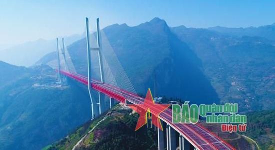Chiêm ngưỡng vẻ đẹp cây cầu cao nhất thế giới tại Trung Quốc